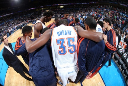 oklahoma city thunder huddle